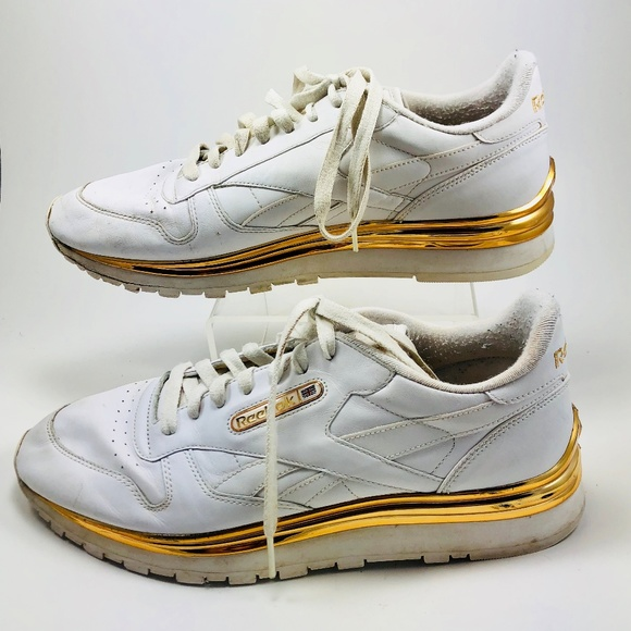 3cdc5424fdf Reebok Allen Iverson Sneakers White With Gold Trim.  M 5b6792e71b3294563b686a12